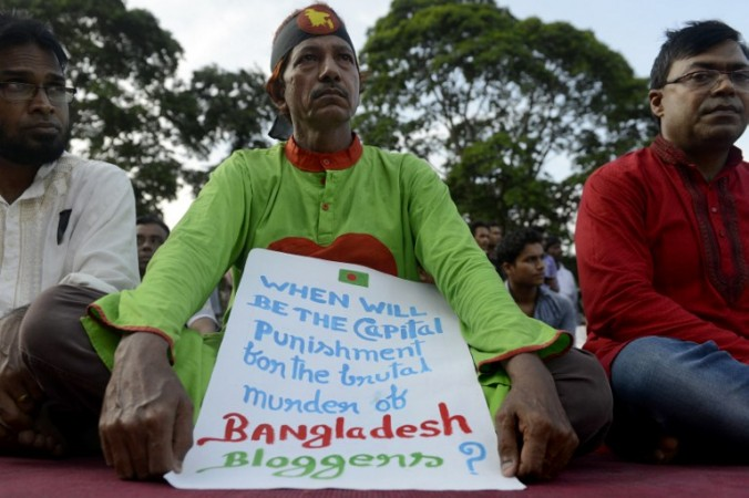 Following the brutal murder of four bloggers in Bangladesh in 2015, the Bangladeshi people held protests in Dhaka on August 14, demanding action from the government to secure freedom of expression. Photo: AFP/Munir uz ZAMAN