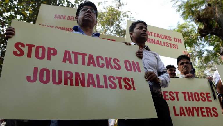 Indian journalists shout slogans during a protest to condemn an assault on fellow media workers by lawyers at a court in New Delhi earlier this week, in Mumbai on February 17, 2016. Delhi police carried out fresh raids in several Indian cities on February 17 as they stepped up a search for students in a controversial sedition case after the arrest of a student leader that has sparked mass protests. Photo: AFP / INDRANIL MUKHERJEE