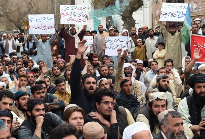 In November 2015, following the brutal killing of Zaman Mehsud, protests were held in in Khyber Pakhtunkhwa condemning the murder and calling on the government to arrest the culprits. Zaman Mehsud is one of 32 journalists and media workers killed in South Asia since May 2015. Photo: BANARAS KHAN / AFP