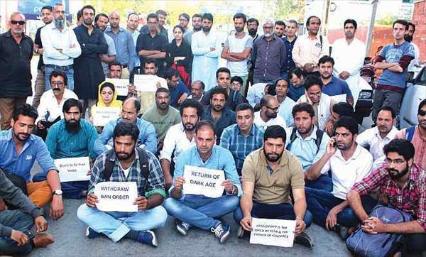 IFJ and SAMSN demand lifting of ban on Kashmir Reader