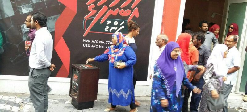 Photo: Rajje TV journalists have taken to the streets in a fundraising drive to help the struggle TV station. Credit: Maldives Independent