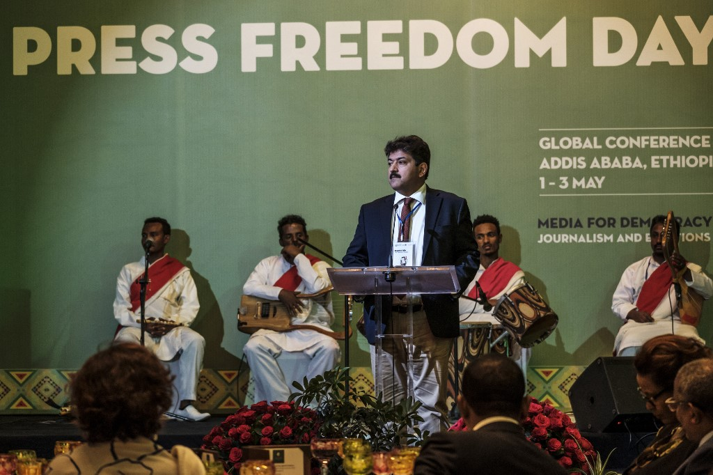 Pakistan: Talk show host suspended following military pressure